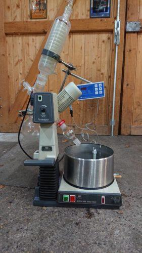 Rotovap Büchi RE-111 inkl. Vakuumcontroller (PVK 700) / Wasserbad 461